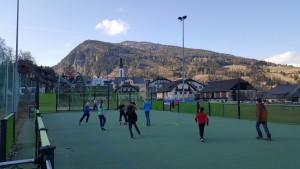 Sportplatz mit Kindern