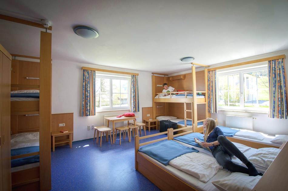Zimmer und ferienwohnungen landschulheim salzburg unser for Jugendzimmer dachboden